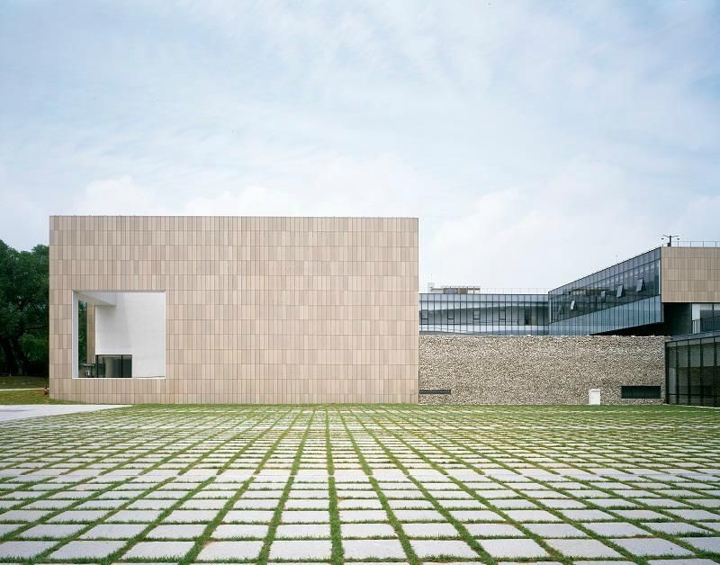 exterior image of museum of art at seoul, large empty plain of grass with modern structure