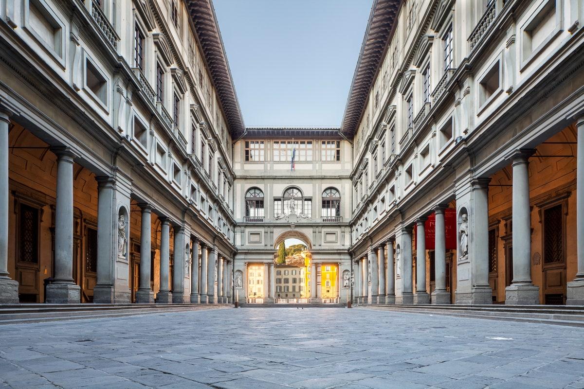 outdoor courtyard of uffizi museum, European columns