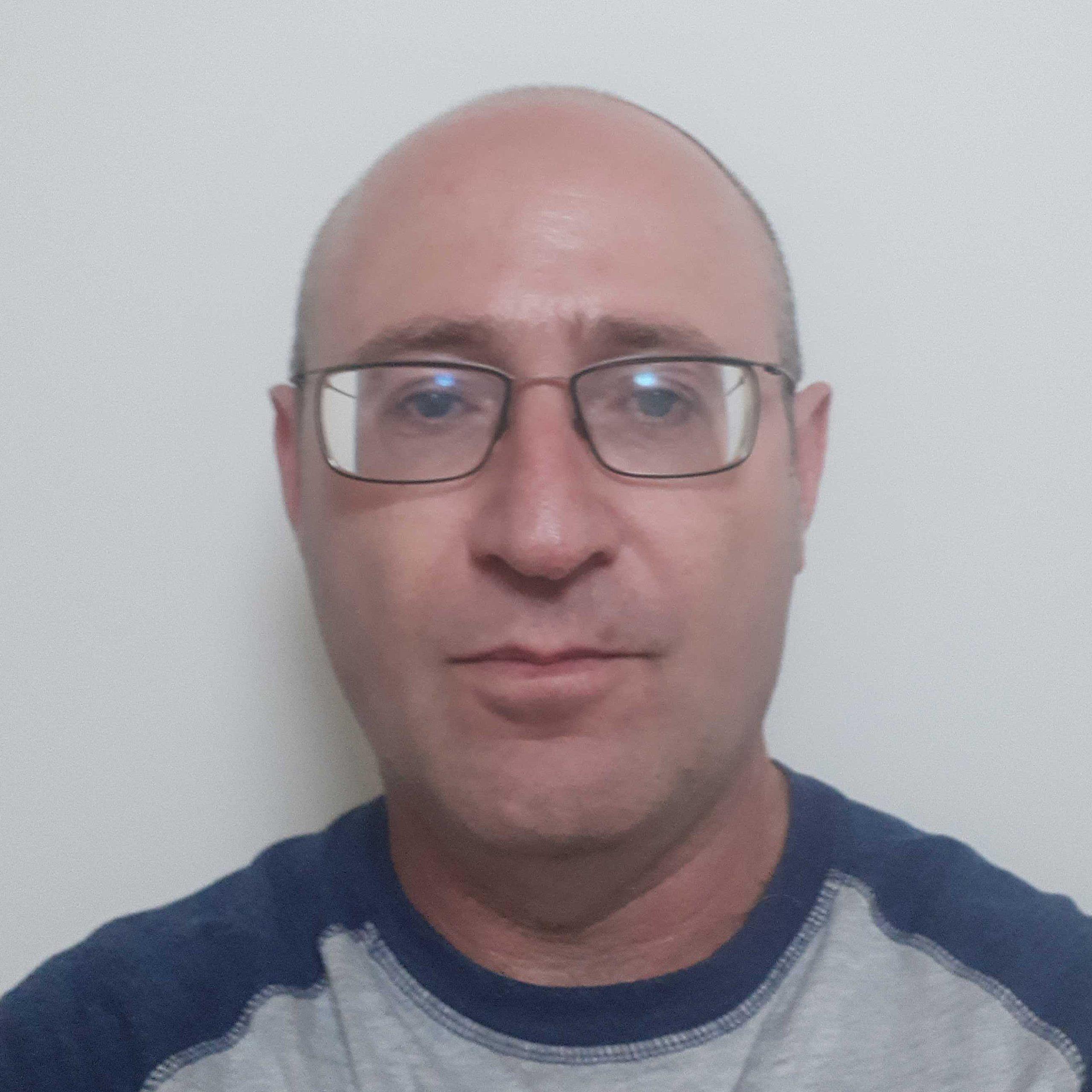 bio photo of eitan